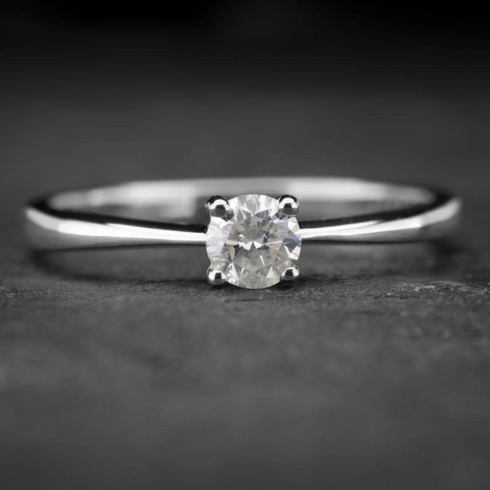 """Balto aukso sužadėtuvių žiedas su Briliantu """"The Diamond 45"""""""