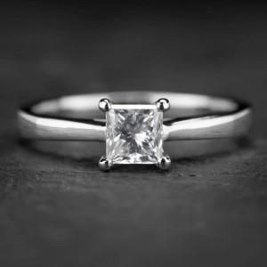 """Platinos sužadėtuvių žiedas su Deimantu """"Princess 21"""""""