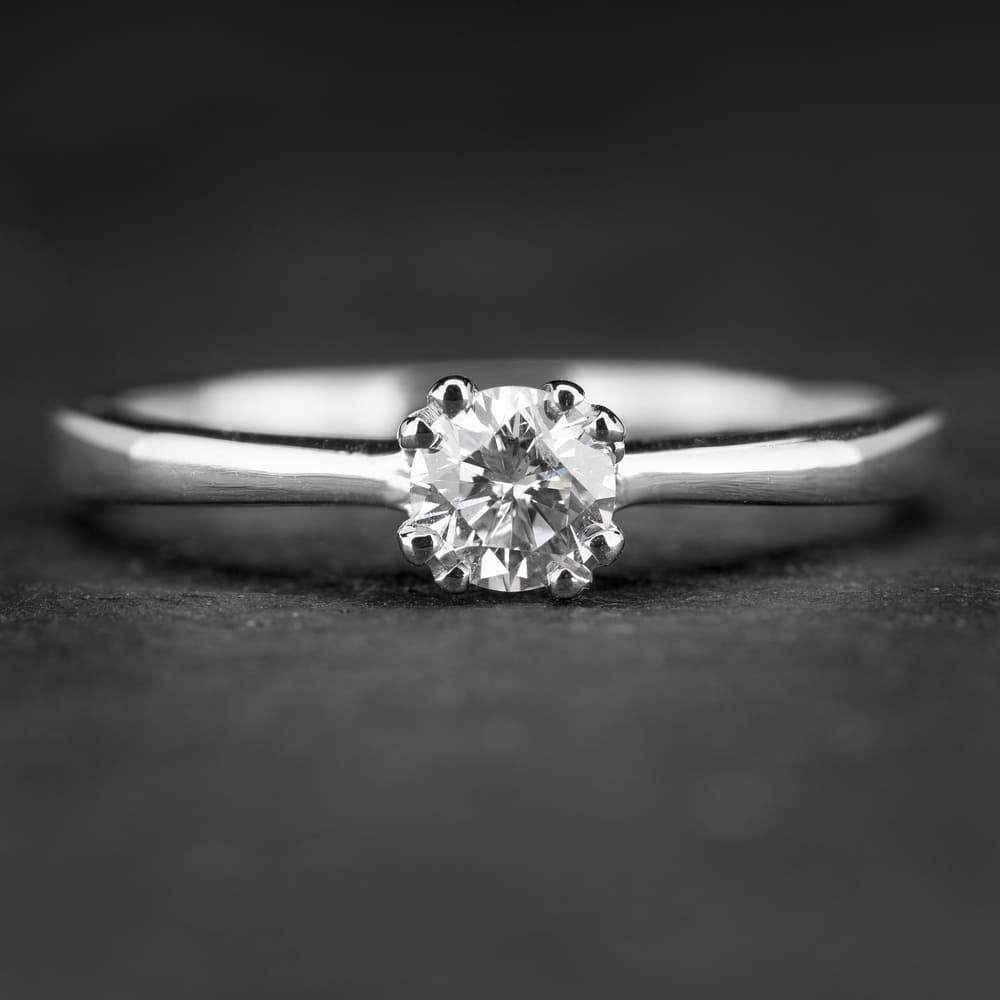 """Sužadėtuvių žiedas su Briliantu """"The Diamond 46"""""""