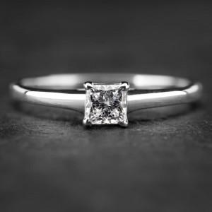 """Sužadėtuvių žiedas su Deimantu """"Princess 28"""""""
