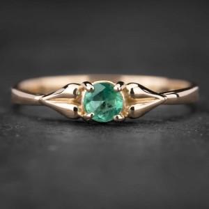 """Sužadėtuvių žiedas su Smaragdu """"Santūrumas 4"""""""