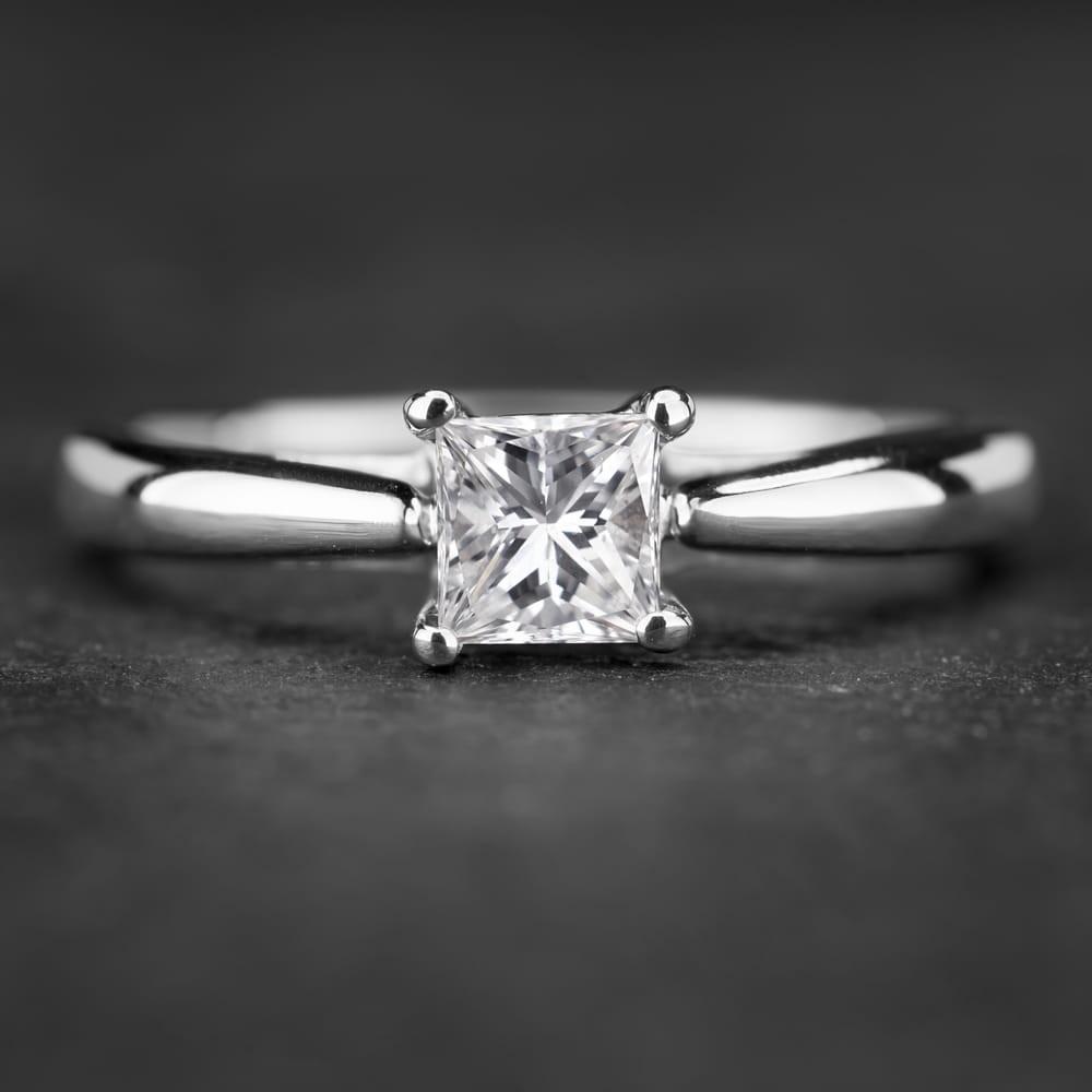 """Sužadėtuvių žiedas su Deimantu """"Princess 27"""""""