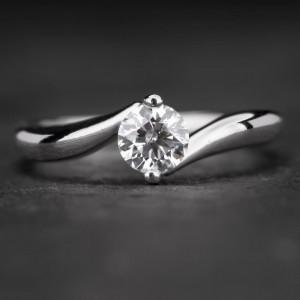 "Auksinis žiedas su Briliantu ""Fortune 9"""