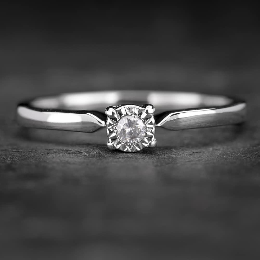 """SUžadėtuvių žiedas su Briliantu """"The Sun 30"""""""