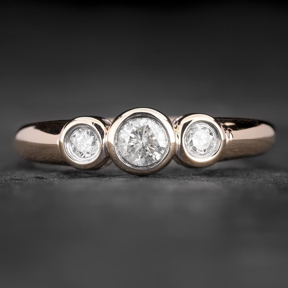 """Auksinis žiedas su Briliantais """"Trilogy 17"""""""