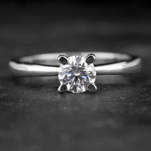 """Sužadėtuvių žiedas su Briliantu """"The Goddess 44"""""""
