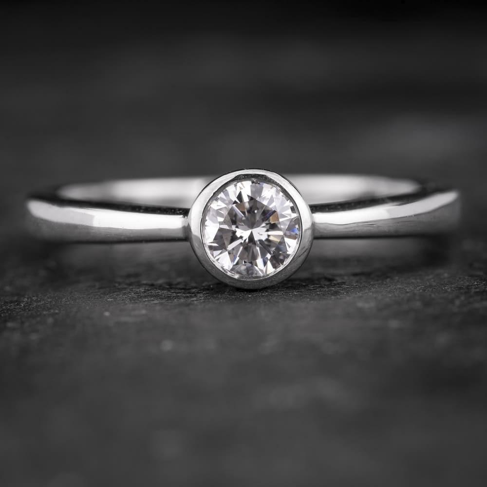 """Sužadėtuvių žiedas su Briliantu """"Sweetness 31"""""""