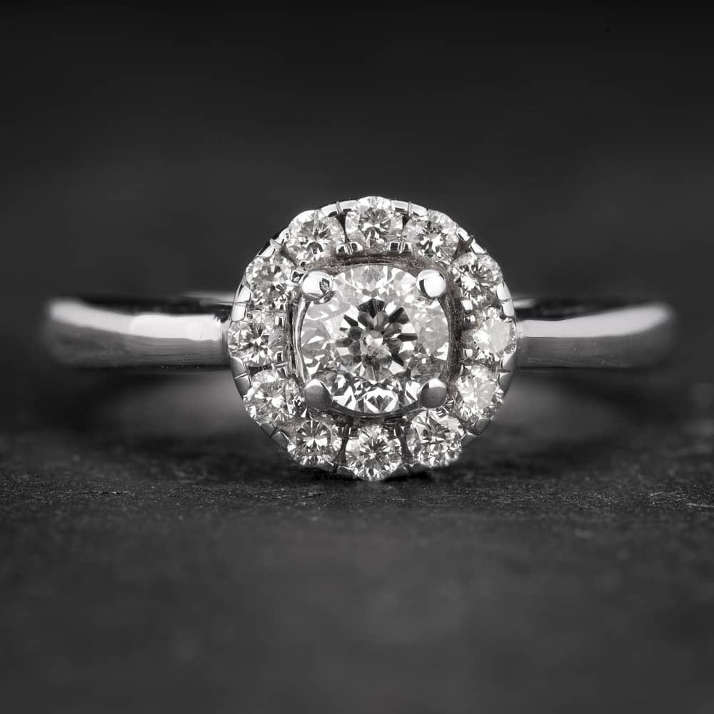 """Sužadėtuvių žiedas su Briliantais """"Shiny Bunch 30"""""""