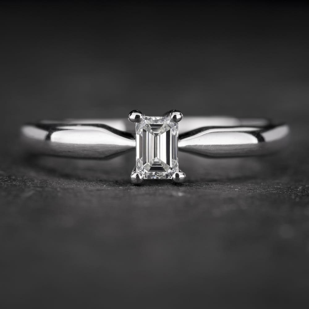 """Sužadėtuvių žiedas su Deimantu """"The Diamond 59"""""""