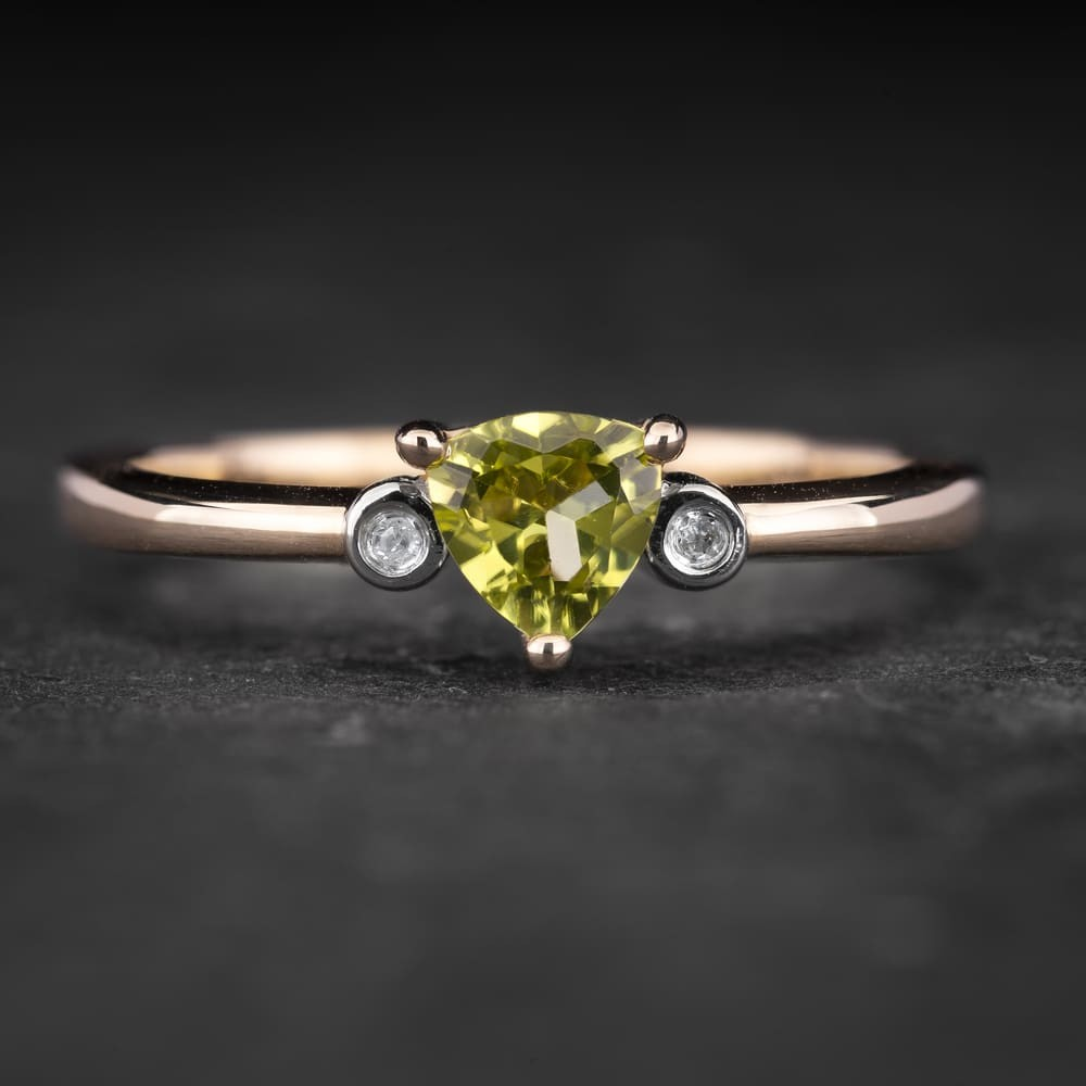 """Auksinis žiedas su Brangakmeniais """"Santūrumas 15"""""""