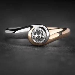 """Sužadėtuvių žiedas su Briliantu """"Sweetness 32"""""""