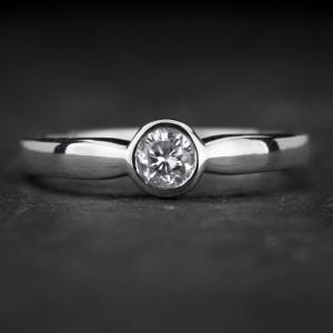 """Sužadėtuvių žiedas su Briliantu """"Sweetness 33"""""""