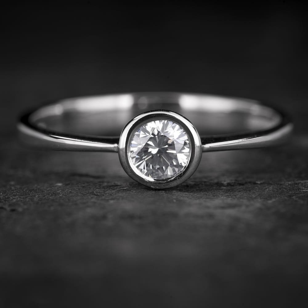 """Sužadėtuvių žiedas su Briliantu """"Sweetness 37"""""""