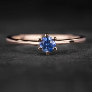 """Sužadėtuvių žiedas su Safyru """"Santūrumas 17"""""""