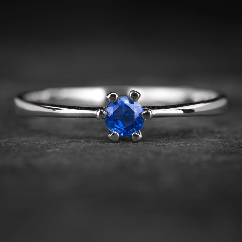 """Sužadėtuvių žiedas su Safyru """"Santūrumas 18"""""""