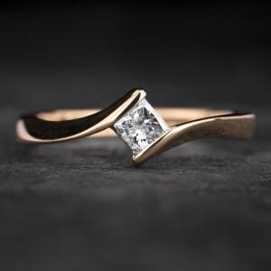 """Sužadėtuvių žiedas su Briliantu """"Princess 77"""""""