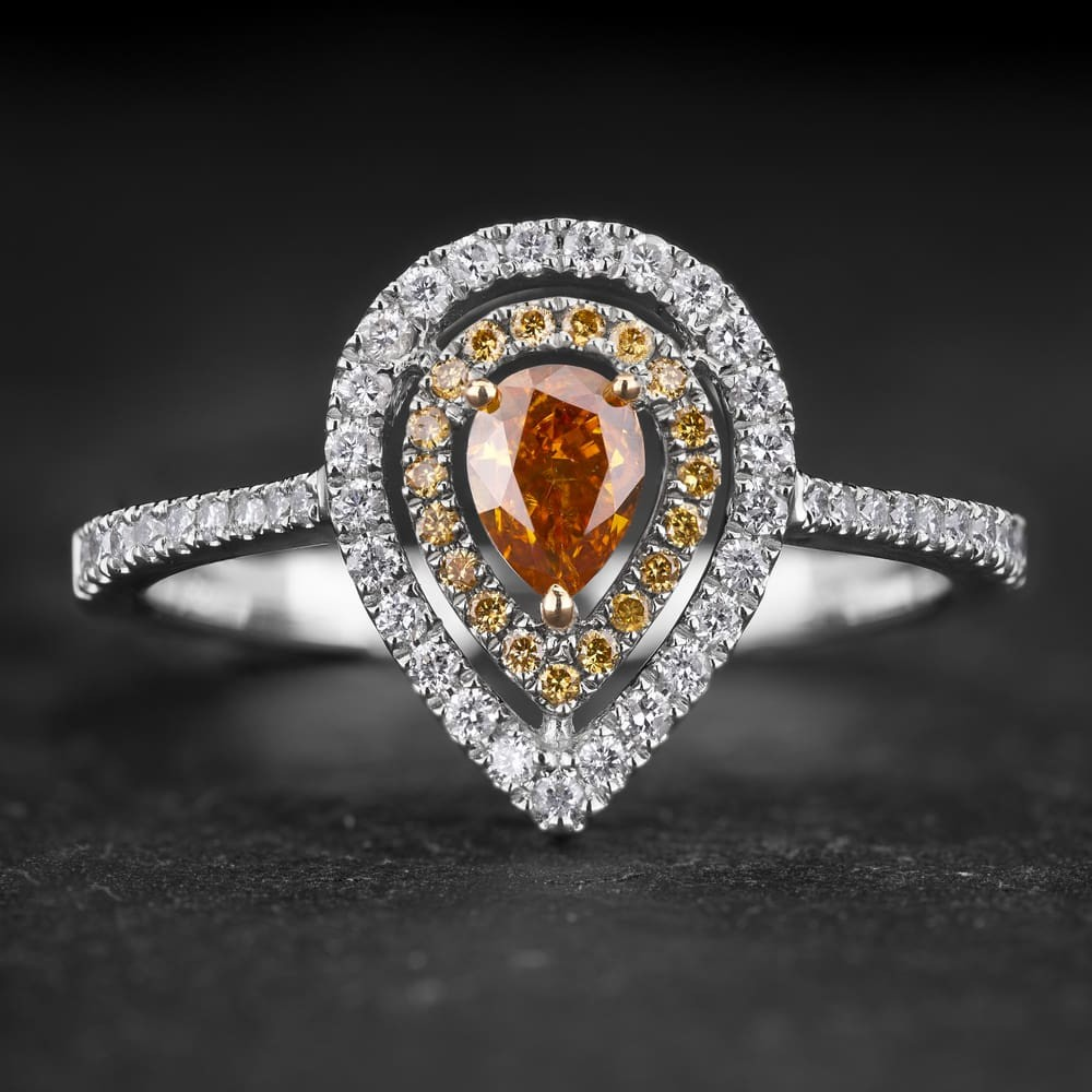 """Auksinis žiedas su Deimantais """"Tiara 33"""""""