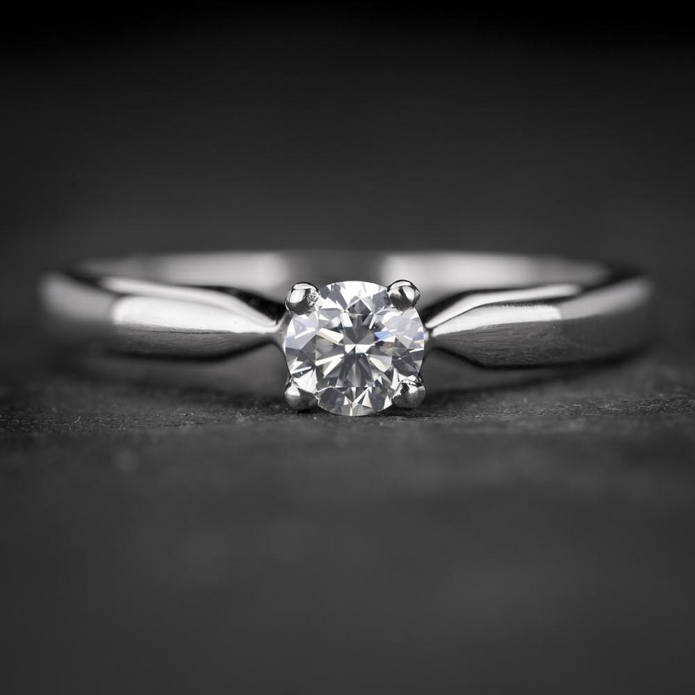 """Sužadėtuvių žiedas su Briliantu """"The Goddess 72"""""""