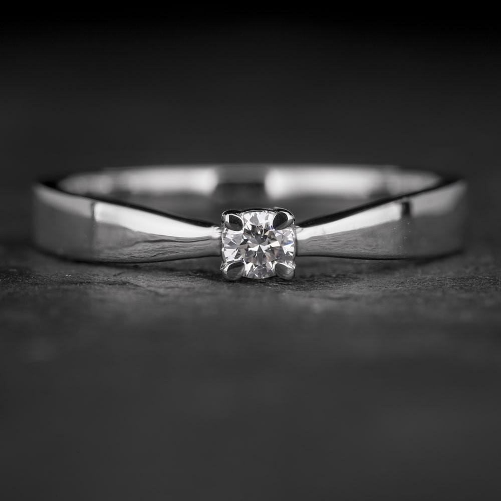 """Sužadėtuvių žiedas su Briliantu """"The Elegance 67"""""""