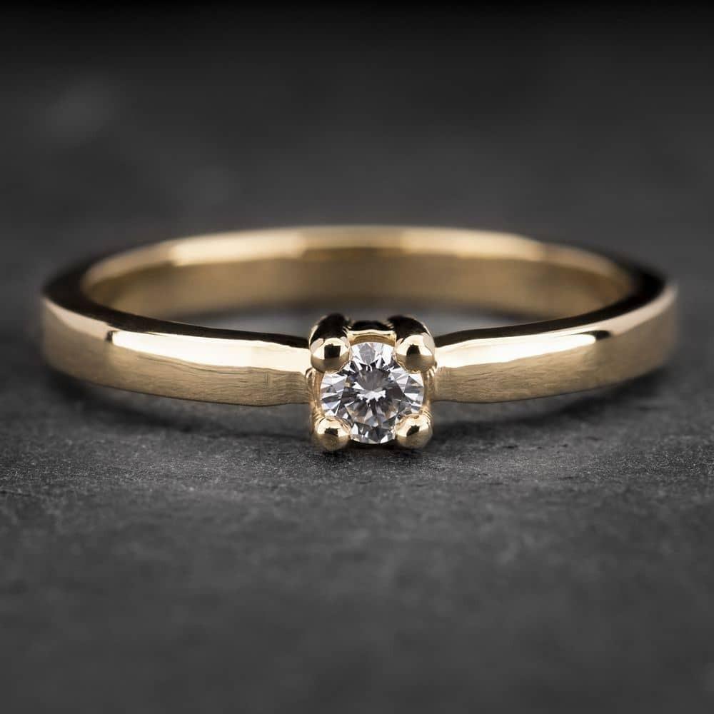 """Auksinis žiedas su Briliantu """"Tvirtybė 15"""""""
