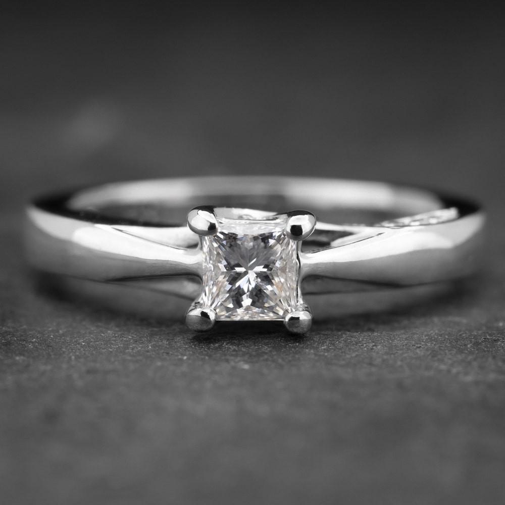 """Auksinis žiedas su Deimantais """"Princess 6"""""""