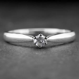 """Auksinis žiedas su Briliantu """"Nuoširdžioji 15"""""""