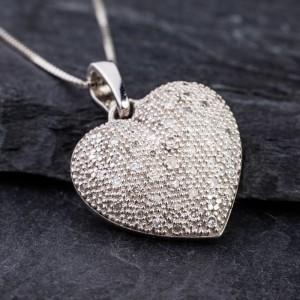 Auksinis pakabutis pakabukas su deimantais briliantais, auksine sirdele