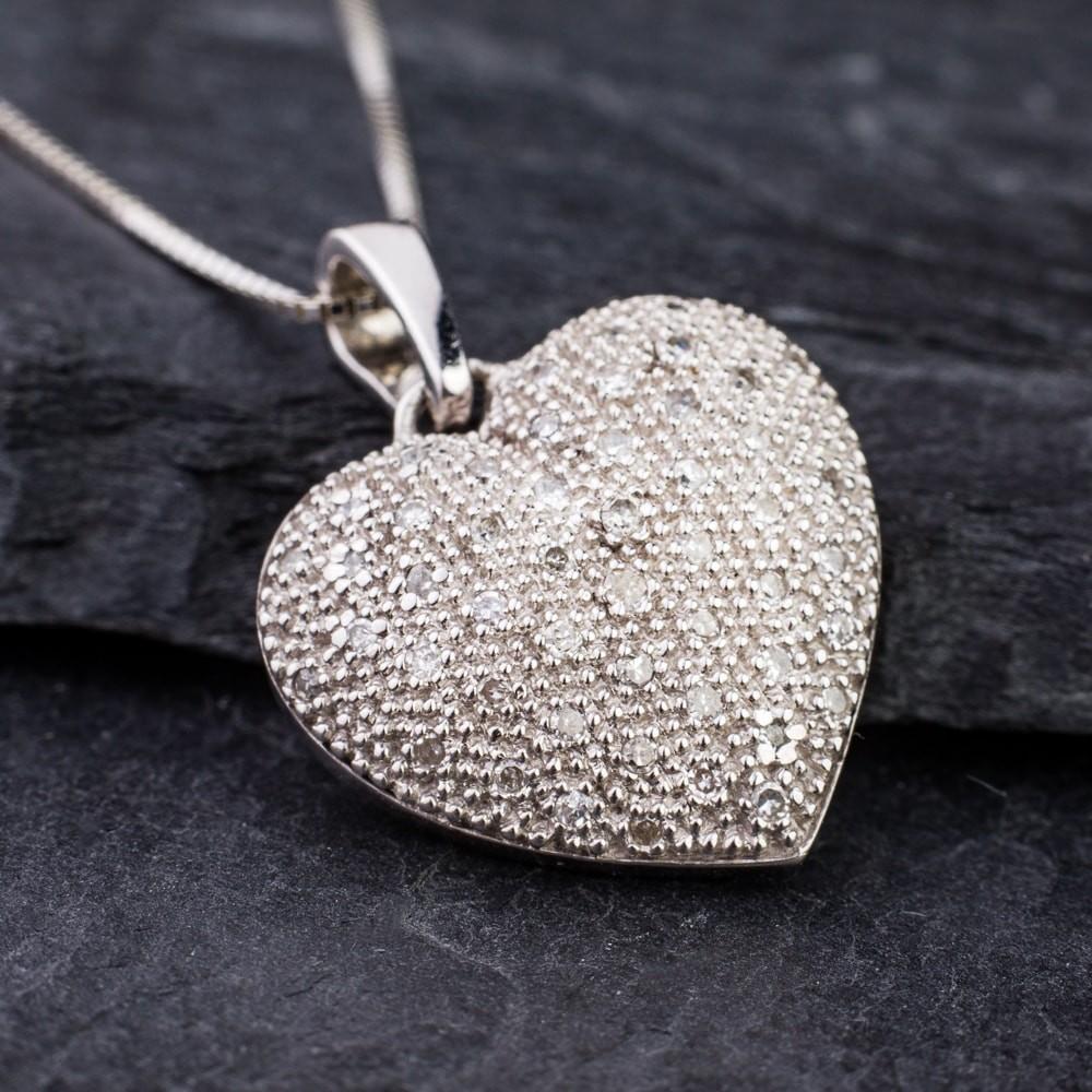 Auksinis pakabukas pakabukas su deimantais briliantais, auksine sirdele