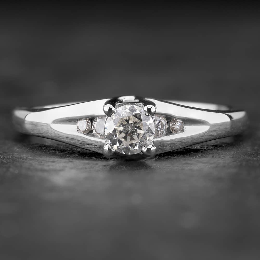 """Sužadėtuvių žiedas su Briliantu """"The Elegance 13"""""""