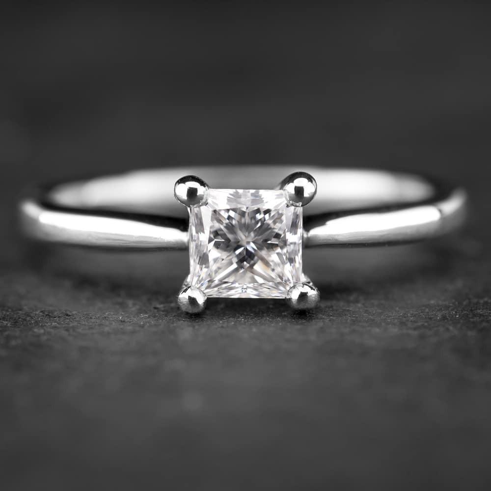 """Sužadėtuvių žiedas su Deimantu """"Princess 16"""""""